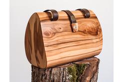 Handtasche in Apfelbaum